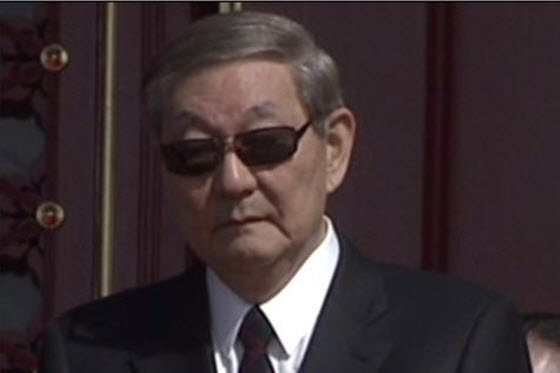 Sharp-eyed Chinese netizens spot former Premier Zhu Rongji at the 2009 60th Anniversary National Day military parade, but are upset that he is only shown once.