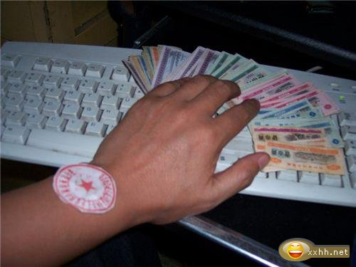 china-arm-watch-cash-computer-internet-joke-13