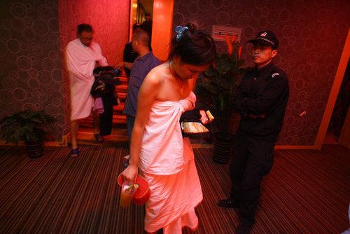 zhengzhou-police-raid-prostitution-brothels-02