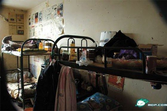 A young man posts pictures of the crowded & miserable living conditions in Tangjiashan of Beijing, a