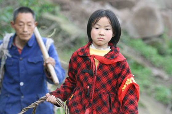 Touching photos & story of Long Zongya, a poor farmer in China struggling to raise his 9-year-old adopted daughter, Zong Yufeng, who was abandoned by the river.