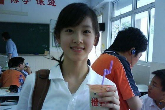 A young Chinese girl in Nanjing becomes an internet celebrity after a male netizen posts an online love letter to her on China's most popular discussion forum.