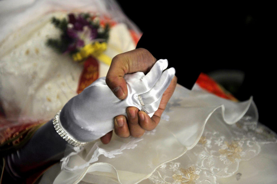 Corpse Bride Wedding Dress 98 Luxury groom and bride holding