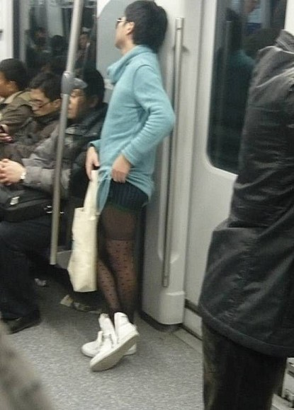 http://www.chinasmack.com/wp-content/uploads/2010/02/crossdresser-leopard-print-man-shanghai-metro-05.jpeg