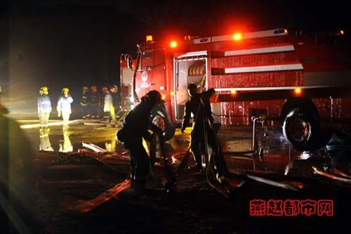 Chinese firefighters battling the Zhengding Hubei South Gate fire that occurred during 2010 Chinese New Year