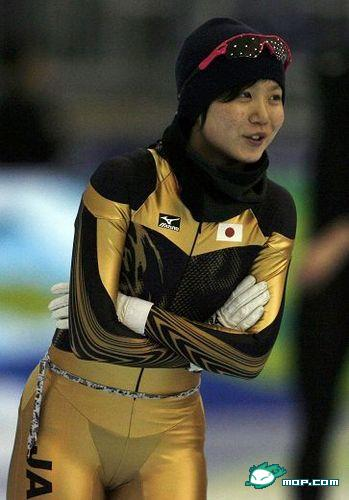 Miho Takagi, Japanese speed skater revealing g-string underwear at 2010 Vancouver Winter Olympics
