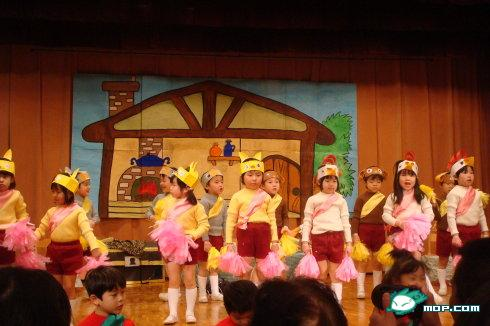 Japanese preschoolers on stage. Performance or graduation?