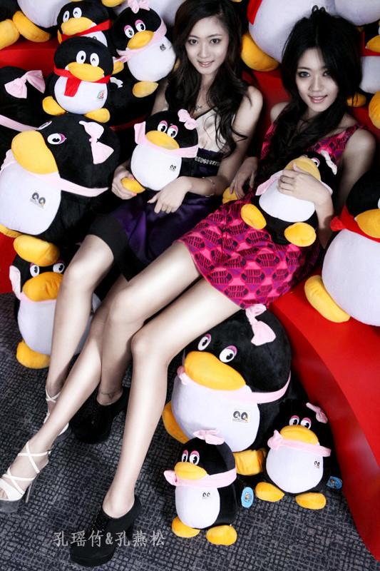 Kong Yansong and Kong Yaozhu, long-legged Chinese beauties, with the QQ penguin mascot.