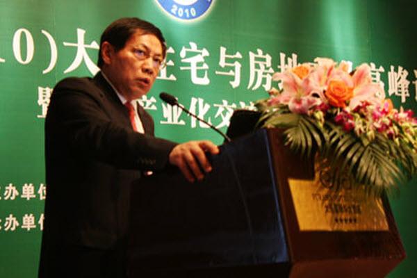 Ren Zhiqiang, CEO of Beijing Huayuan Group, giving a speech in Dalian.