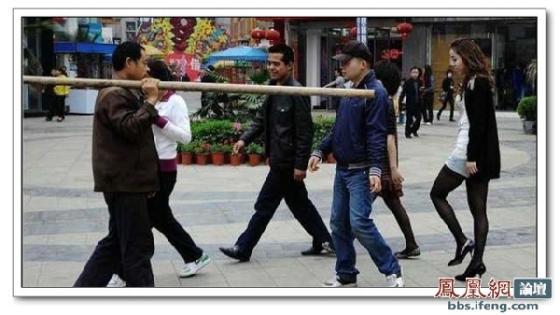 street-pole-dancing-2