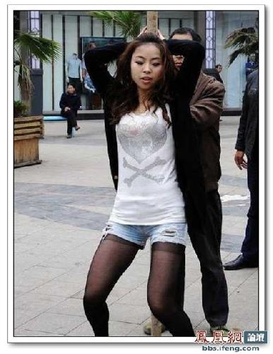 street-pole-dancing-4