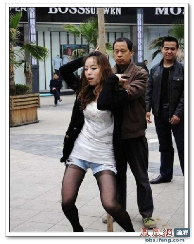 street-pole-dancing-5