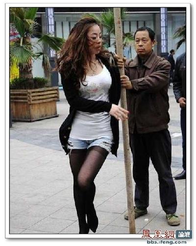 street-pole-dancing-6