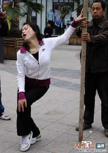 street-pole-dancing-9