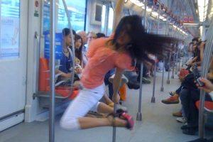 nanjing-subway-pole-dancer