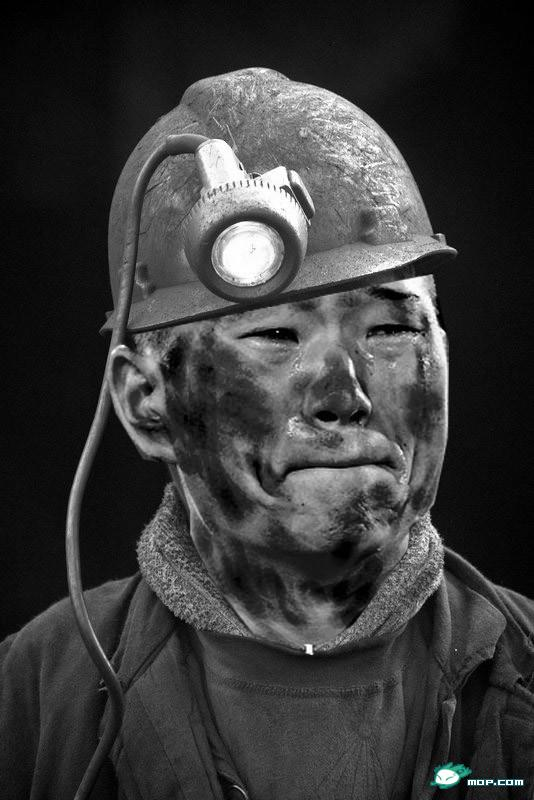Chinese netizen photoshop of North Korean 2010 World Cup player Jong Tae-Se as a miner.