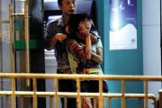 Guangzhou Chinese robber takes female hostage.