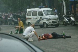 The elder brother of the killer (white) tries talking to the killer.