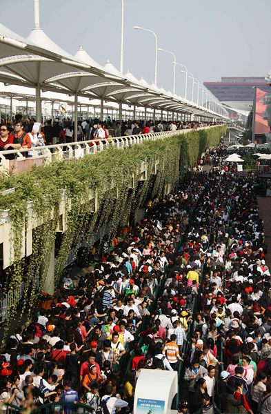 Crowds at the 2010 Shanghai World Expo on October 16th.