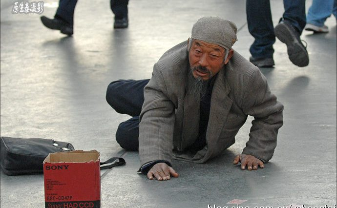 A fake handicapped beggar in China?