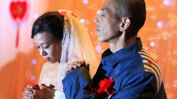 Chinese inmate marries his dying girlfriend.
