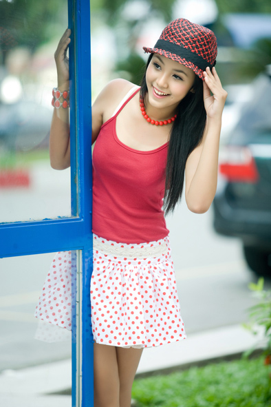 Viewing China  12 Year Old Vietnamese Model Becomes Famous On