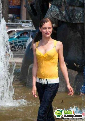 Ukrainian women walking the streets of the Ukraine, Chinese netizen reactions