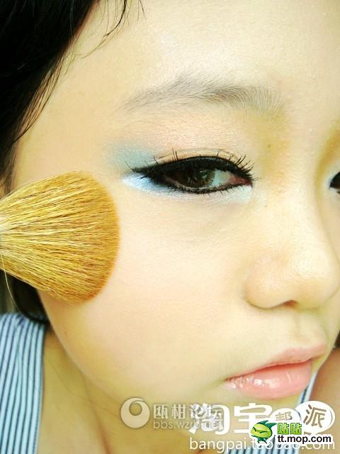 12-year-old girl applies makeup.