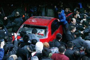 changchun-thousands-mob-arrogant-driver
