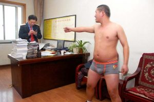 A naked Chen Weiwei in the station master's office questioning the deputy station master.