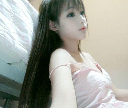 Chinese teenage girl Wang Jiayun looks freakishly like a sex doll in her heavily photoshopped photographs.