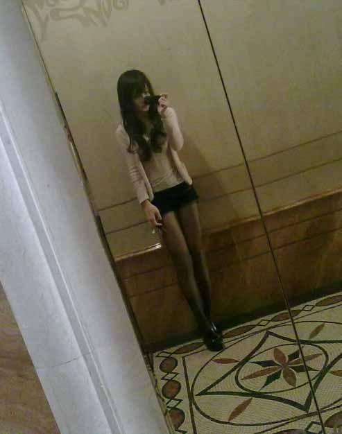 Wang Jiayun in a black skirt.