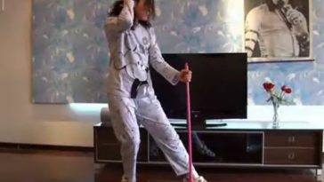 "Chinese ""House Husband"" in pajamas dances like Michael Jackson."