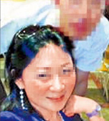 Photo of a Shanghai woman with a South Korean diplomat.