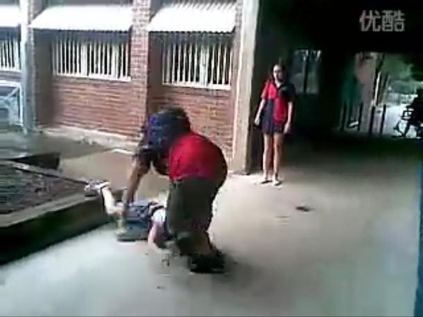 Kid Body Slams Bully