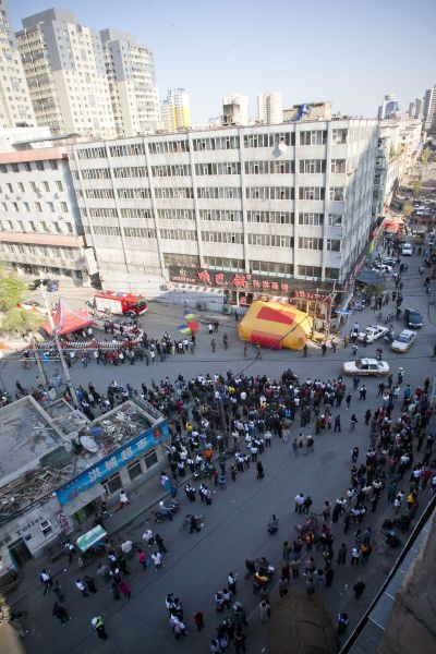 Crowds of bystanders in Changchun gathered to watch a possible suicide unfold.