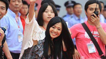 Sora Aoi waves to Chinese fans in Nanchang, China.
