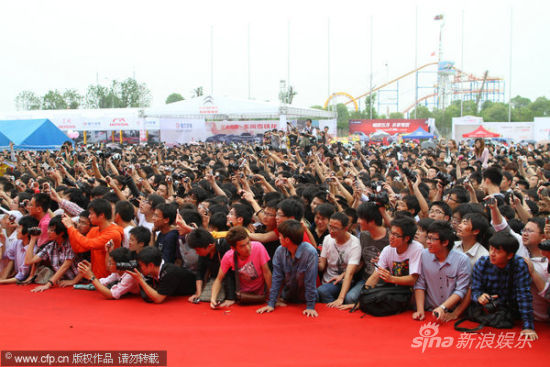 Massive crowds of Chinese fans take photos of Sora Aoi on stage in Nanchang, China.