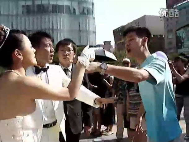 chinese bride fights boyfriend of groom at wedding 00 'Gossip Girl' Video: Dan and Blair Try to Have Sex