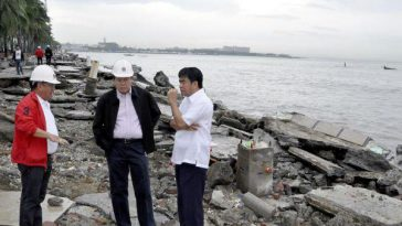 Floating Filipino government officials, Photoshopped visiting a disaster area following Typhoon Nesat.