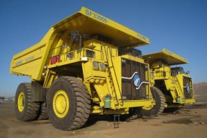 china-industrial-feats-massive-self-loading-haul-truck-01
