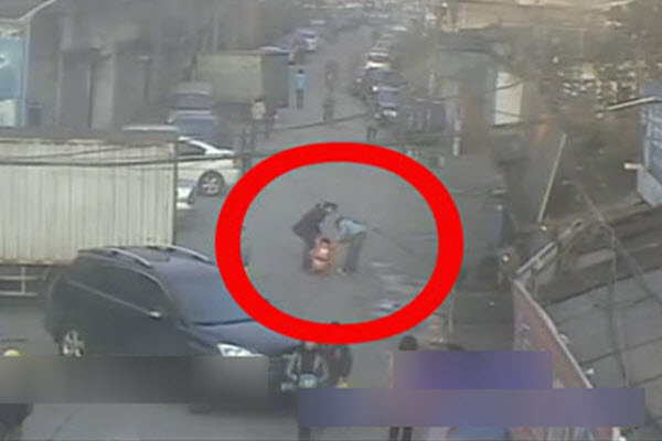 Video of a Chinese crowd lifting up an SUV to rescue a child that had been run over in Wenzhou, China.