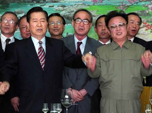 South Korean leader Kim Dae-jung and North Korean leader Kim Jong-il.