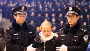 Changsha tax bureau bomber Liu Zhuiheng in the Hunan University North Campus Gym receiving his death sentence.