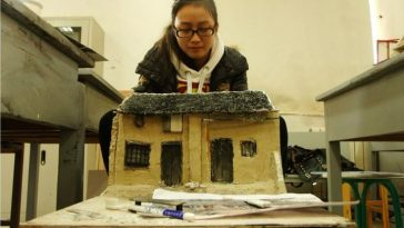 Incredibly realistic miniature models made by Chinese students graduating from Xi'an Academy of Fine Arts.