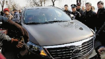 """Shanghainese couple angers Hangzhou residents, calling the latter """"villagers"""" after driving onto a protected historic landmark."""