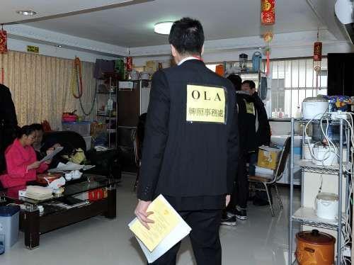 Hong Kong authorities crack down on clinics serving pregnant mainlanders who visit Hong Kong to give birth.