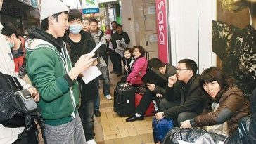 "Hong Kongers harassing mainland tourists on the streets of Hong Kong, singing ""Locust World""."