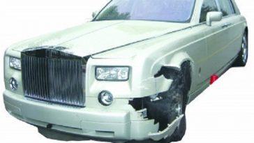 Nanjing Driver Hits Rolls-Royce Phantom, Faces Financial Ruin
