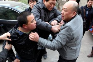 Zhang Miao's husband Wang Hui and Yao Jiaxin's lawyer get into a fight.